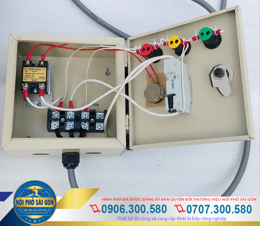 Nồi hấp cơm tấm công nghiệp, nồi hấp cơm tấm bằng điện được thiết kế hộp điện rời an toàn và dễ sử dụng.